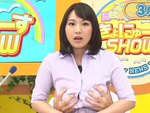 <垂れ乳&女子アナ>超乳&スライム乳のお姉さんがTVの前でアヘ顔晒してアクメする!立ちバック乳揺れがエロ過ぎる!