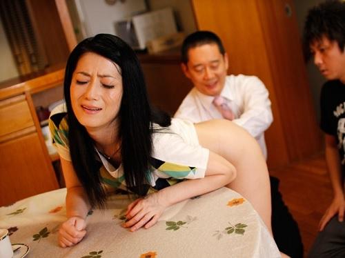 [四十路・人妻熟女&アナルSEX]「お尻だめぇぇ!」引き籠もり息子のためにアナル処女を捧げるスレンダー美人おばさん!