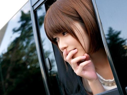 『だめですっ♡ばれちゃうってばぁ♡』伊東ちなみが車内オナニー、ネカフェSEX、AVショップで露出ハメ、友達と電話エッチ!