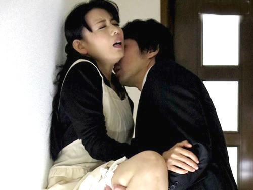【四十路・人妻熟女】「や、やめて♡主人がいるの…♡」ムチムチ巨乳おっぱいのおばさんが外回りの営業マンにNTRれる!