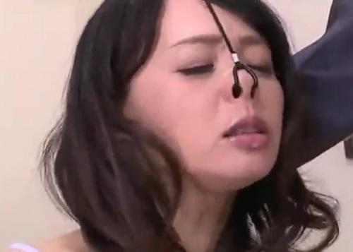 《五十路・人妻熟女xSM》『はぅぅ♡おばさんこんなの知らないわっ♡』拘束・鼻フックで喉奥を凌辱され雌豚調教される巨乳美女