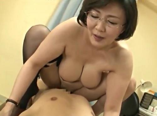 女教師ママ「いっていいわよ♡」学校で厳しく、家で優しいぽっちゃりムチムチ爆乳おっぱいの人妻熟女おばさんとセックス三昧生活!