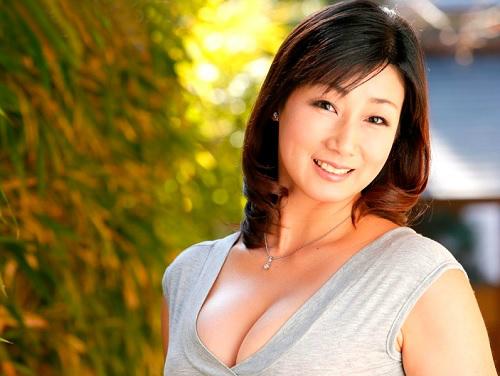 【四十路・人妻熟女】「SEX楽しみでした…♡」ムチムチボディに垂れ乳巨乳おっぱいの淫乱痴女おばさんがデビューでアクメ!