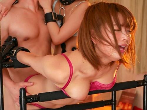 [レズ・3P]「いっくぅぅ♡」ショートカットのロリ美少女がレズしたり、固定した美女をデカチンで凌辱しハメ中マンコをクンニ!