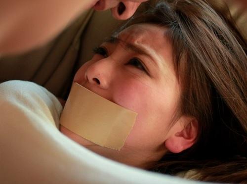 女教師レイプ「やだっ!やだぁぁ!」息子の美人女教師を強姦凌辱する父親。スレンダー巨乳おっぱい美人がオヤジチンポに快楽堕ち