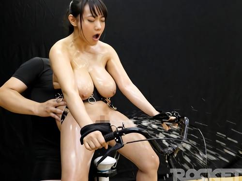 ■固定電マお漏らし企画■『ひぐぅぅぅ♡マンコ壊れたーー!!』拘束電マにパイパンを凌辱されて大量潮吹き絶叫アクメする爆乳女!