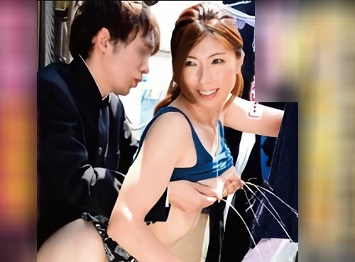 ■母乳噴出・性処理人妻■《射精したら学校行くのよ♡》家事中も息子たちの肉便器・チンポケースにされる巨乳おっぱい美人若妻!