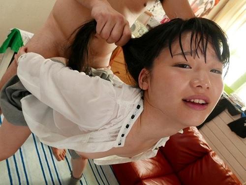 『しゅごいっ♥ちんぽどんどん入ってくるりゅぅぅ♥』貧乳おっぱいなロリでカレシありの美少女にNTR調教して性処理マンコ化w