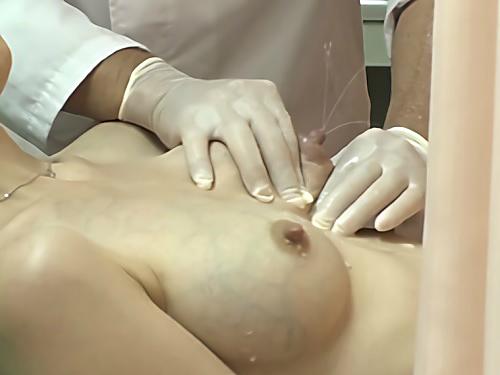 《悪徳医師・レイプ》これは普通の治療ですからねぇww未経験で無知識な巨乳おっぱい人妻が母乳搾乳されて膣内射精もされるw