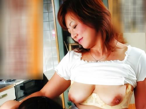【義母】ムチムチ巨乳おっぱいのおばさんの誘惑。『ほら♥いっぱいしましょ♥』人妻熟女がNTR・SEXでアクメする!