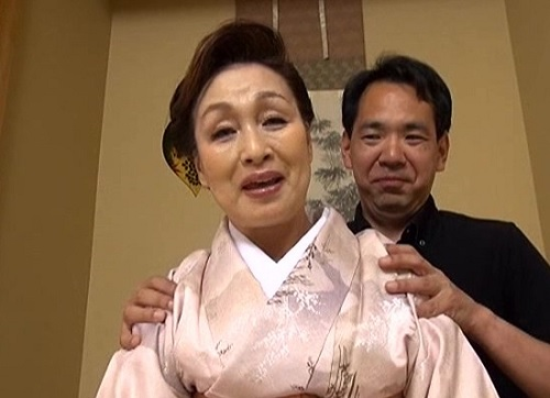 【垂れ乳な七十路熟女おばさん】割と巨乳なおっぱいな高齢人妻の絡みはリアル昇天が心配ww「古希ですが、できますよ♥」