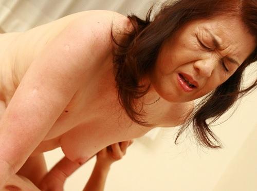 【六十路&人妻熟女】『こんな凄いの知らないぃぃ♥』ぽっちゃりムチムチ垂れ乳・巨乳おっぱいおばさんに膣内射精を決める!