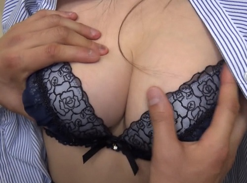 《営業中の巨乳OLと童貞部下をナンパw》「ほら♥触ってみなさい♥」おっぱいでけぇ美人お姉さんに中出ししちゃう部下!w