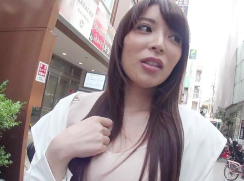 【巨乳の素人お姉さんをナンパ】おっぱい大きくて、肉付き最高ムッチリボディ&美脚!美人ギャルをハメ撮りして膣内射精!