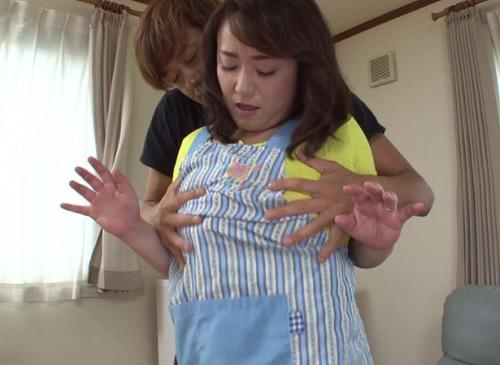【四十路&人妻熟女】「挿れたいの?♥♥」ぽっちゃりムチムチ巨乳おっぱいの寮母のおばさんがSEXまでお世話してくれるw