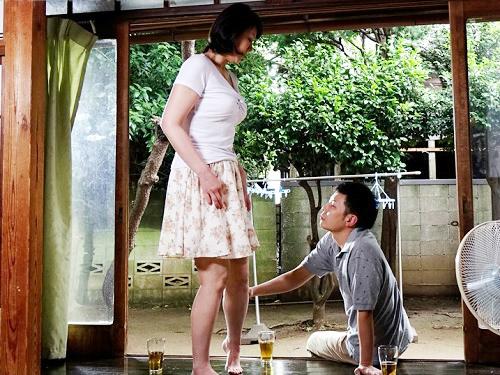 ★四十路・人妻熟女★「だ、だめよっ!!」ムチムチ巨乳おっぱいおばさんが息子の同僚に犯され快楽堕ち!NTRれてしまう!