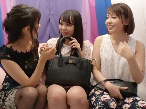 《レズナンパ》「お、女同士ですよ?♥」巨乳おっぱいのAV女優に口説かれて美人JDがどんどん脱がされて、最終的に絡み合う!