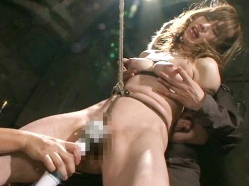 《緊縛辱め》「だずげでぇぇぇ(涙)」敗戦国のスレンダー巨乳おっぱい王女様が囚われ拘束・鞭打ちで徹底的に辱めを受ける
