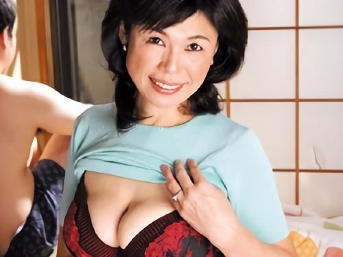 《五十路の人妻熟女》「挿れていいわ…♥」ムチムチ垂れ乳・巨乳おっぱいが卑猥過ぎww欲求不満な母に息子が夜這いするw