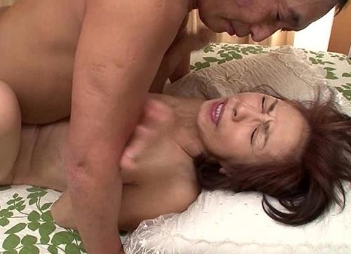 《高齢熟女の夫婦生活》「気持ちいいのっ♥あなたぁぁ♥♥」人妻おばさんのねっとり夫婦生活が卑猥w閉経マンコに膣内射精!!