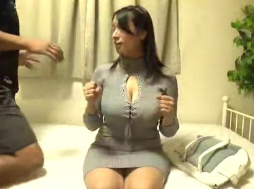 《超乳の素人お姉さん》「もっとしてぇ♥」ムチムチ巨乳おっぱいのお姉さんを連れ込みマッサージついでにハメ撮り&膣内射精!