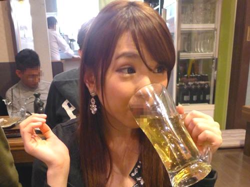 《店内フェラ》「出して♥舐めてあげるから♥」ヤリマンお姉さんが泥酔してトイレでフェラ抜き&飲み屋で3Pが超抜けるww