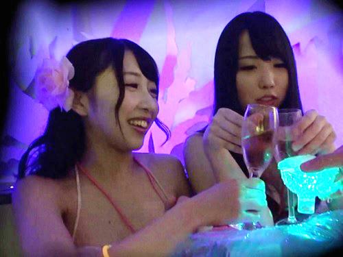 《ナイトプールナンパ》「あん♥気持ちぃ♥」泥酔のスレンダー巨乳おっぱい水着素人ギャルお姉さんをナンパしてハメ撮りエッチ
