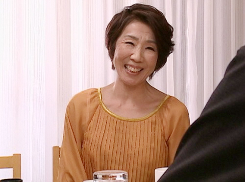 《六十路の人妻熟女》「まだまだ現役なの…♥♥」スレンダー巨乳おっぱいの還暦おばさんが月に一度性欲爆発w孫と近親相姦w