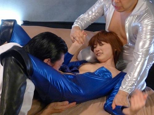 【ロリ捜査官】「いやっ!いやよっ!」美乳おっぱい美少女が悪いヤツと戦ってたはずが、父に裏切られ黒幕と3Pセックスされる!