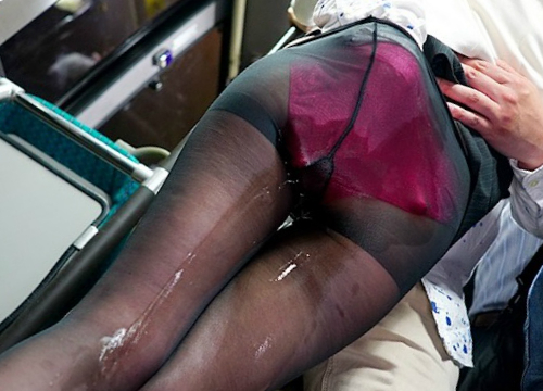 《バス痴カン》「かき混ぜないでっ!」仕事帰り座席で居眠りしてるスレンダー巨乳おっぱいOLにイタズラしてイキ潮お漏らしww