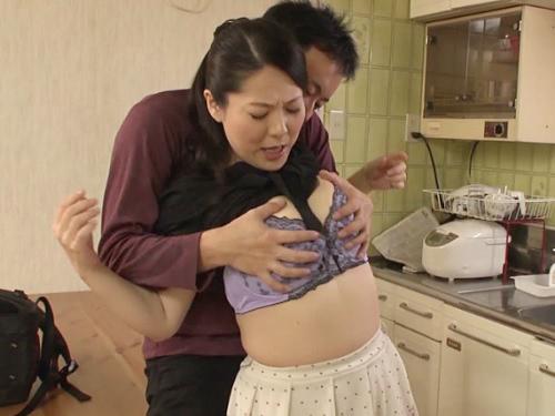 《人妻熟女NTR》「い、今したいの?♥♥」夫が出張で寂しいムチムチ巨乳おっぱいおばさんが義理の息子のチンポに堕ちるww