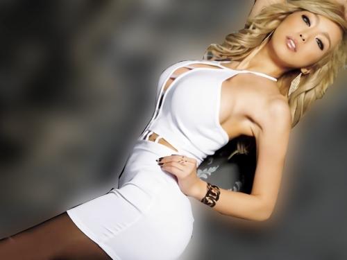 《着衣エッチ》「気持ちィィ♥♥」スレンダー巨乳おっぱい黒ギャルにピッタリボディコン着せて、尻部分に穴開けぶち込むw