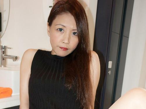 ●《素人美熟女》「抱いてほしいの…♥」スレンダー巨乳おっぱいの美魔女人妻とセックス!亀頭ペロペロのフェラが超卑猥!!w