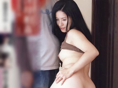 《近親相姦》「私達を撮影してっ!」スレンダー美乳おっぱい変態人妻熟女が、息子に夫とのSEXを撮らせたり、ハメ撮りSEX!
