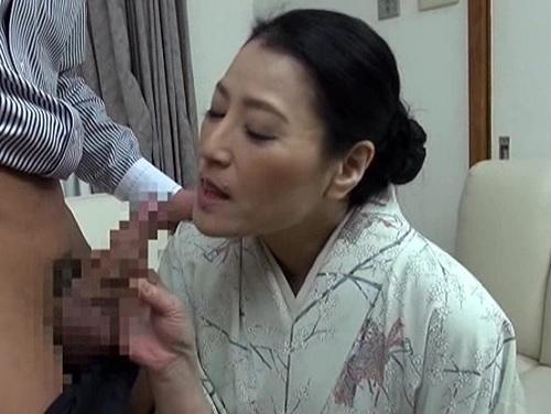 《五十路の人妻熟女》「私のオマンコにコレをイケてほしいわ♥」生花のおばさん先生が訪ねてきた師匠に膣内射精SEX!w