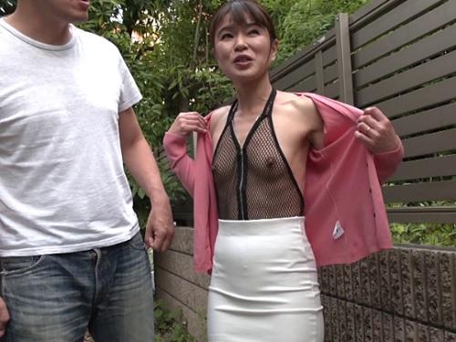 《四十路の人妻熟女》「凄いわ…♥」オナニー大好き変態・貧乳おっぱいおばさんが野外露出&膣内射精セックスw《篠山ひろみ》