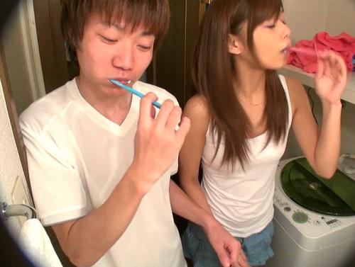 強制密着生活したら初対面の男女はHまでするの?巨乳おっぱいギャルとトイレと風呂も一緒でイチャイチャ!【素人企画】