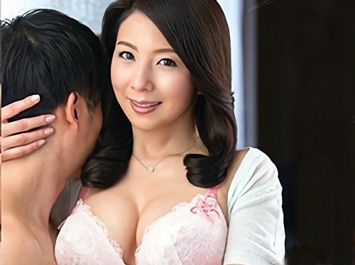 ●《50代の人妻熟女》「挿れて・・・♥」夫の留守中に若者チンポにおぼれるスレンダー巨乳おっぱいの美魔女おばさんがエロいw