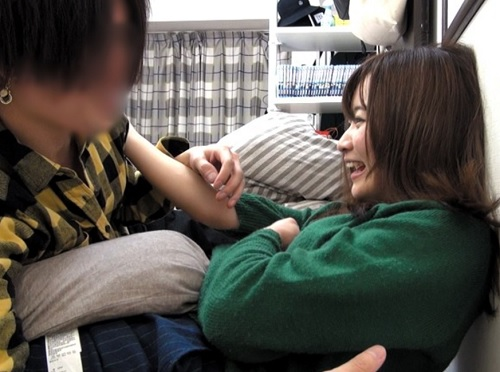 素人ナンパ「カレ居るんだからダメだよぉ♥」女友達を口説いてセックス!一度挿れたら普通に話しながらSEXがシコいエロ動画