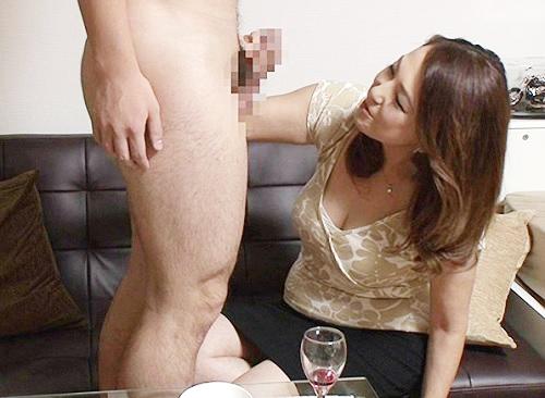 《五十路の人妻熟女》「うふふ♥硬い♥」超乳・垂れ乳・巨乳おっぱいおばさんをナンパしてデカチン見せつけ膣内射精sex!w