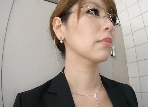 《P●A会長&悪ガキ》「きゃ!いやよっ!」ムチムチ巨乳おっぱいの人妻熟女おばさんがトイレでショタチンポに連続中出しくらうw