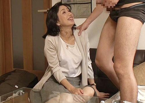 《五十路の人妻熟女》「ちょっと♥太いわね♥♥」ナンパされたムチムチ巨乳おっぱい美熟女おばさんがデカチン見せられ発情w