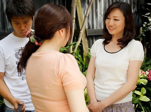《五十路の人妻熟女》「お任せ下さい♥♥」短期間、隣の息子を預かって、童貞チンポを喰らうムチムチ巨乳おっぱいおばさんww