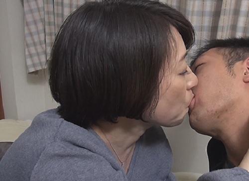 《母子相姦》「あぁ♥中にほしいのっ♥」ムチムチ巨乳おっぱいの美熟女おばさんな母がダメ息子のチンポを癒やして膣内射精!
