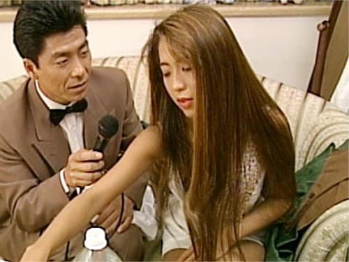 《懐かしのAV女優:飯島愛》「あん…♥気持ちぃからぁ♥」スレンダー巨乳おっぱいの黒ギャルお姉さんの制服コスプレSEX!
