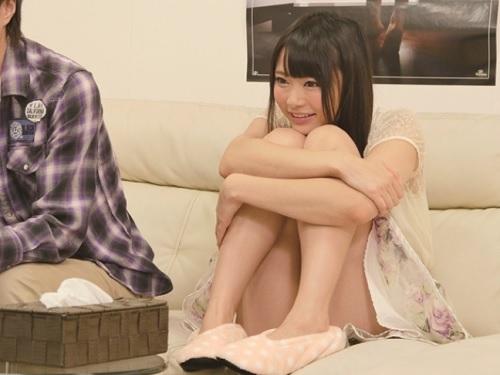 《女友達とAV鑑賞》「やばい♥えっち過ぎるぅ♥」ムチムチ太腿・巨乳おっぱいのロリな友達に挿れちゃうww|素人ナンパ企画
