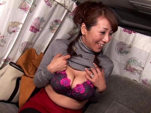 熟女ナンパ「恥ずかしぅよぉ♥」しみけんが巨乳おっぱい素人人妻おばさんゲット!ビラビラ大きくて黒いグロマンおばさん卑猥すぎ