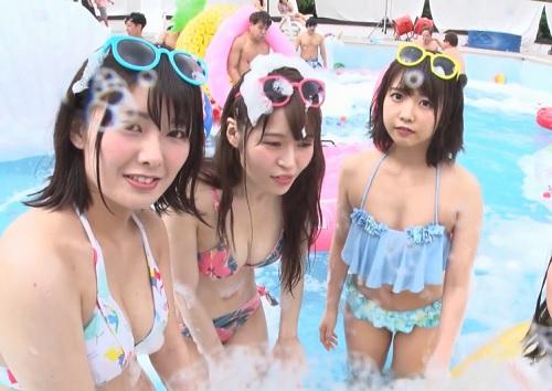 《美少女乱交》「えへへ♥興奮するぅ♥」敏感泡で徐々に発情していく巨乳おっぱい美女たち!プールで乱痴気騒ぎの2019年!