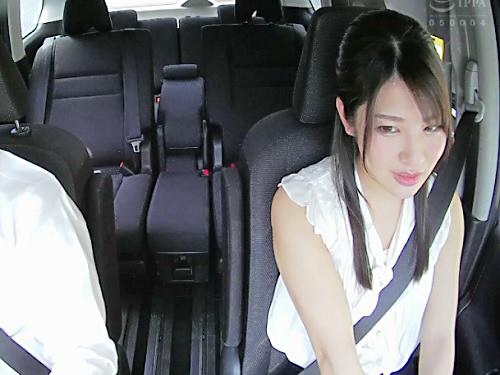 《車の中で不倫》「だ、ダメだよ…♥♥」旦那とうまくいってない、超美人なスレンダー人妻と車の中で卑猥過ぎる浮気SEX!