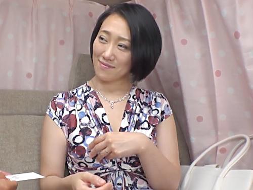 熟女ナンパ「えぇ♥だめよぉ♥」お上品なセレブ素人人妻にお願いし生ハメ!ムチムチ巨乳おっぱいのエロい体で乱れまくっちゃう!